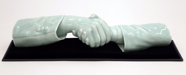 """Hands Without Bodies"", porcellana celadon, 47×13×11 cm"